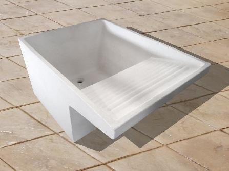 Lavaderos clásicos de cemento gris o blanco