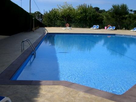 Fabricació de terminació per a piscina de càmping a Palamós.