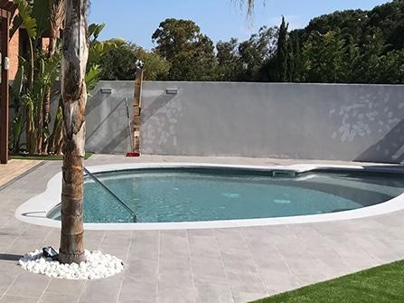 Rehabilitación en piedra artificial de remate de piscina